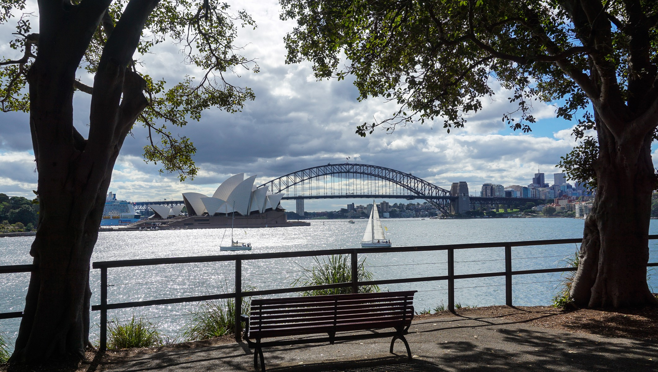 Great views of Sydney opera house and Harbour bridge from Botanical garden in Sydney